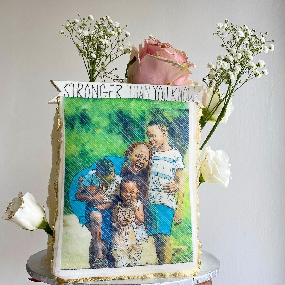 Cake by Kiniyidun custom cakes and Sweet treats